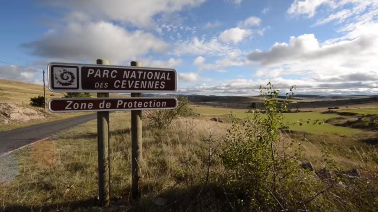 Location vacances parc national des c vennes loz re - La maison des cevennes ...